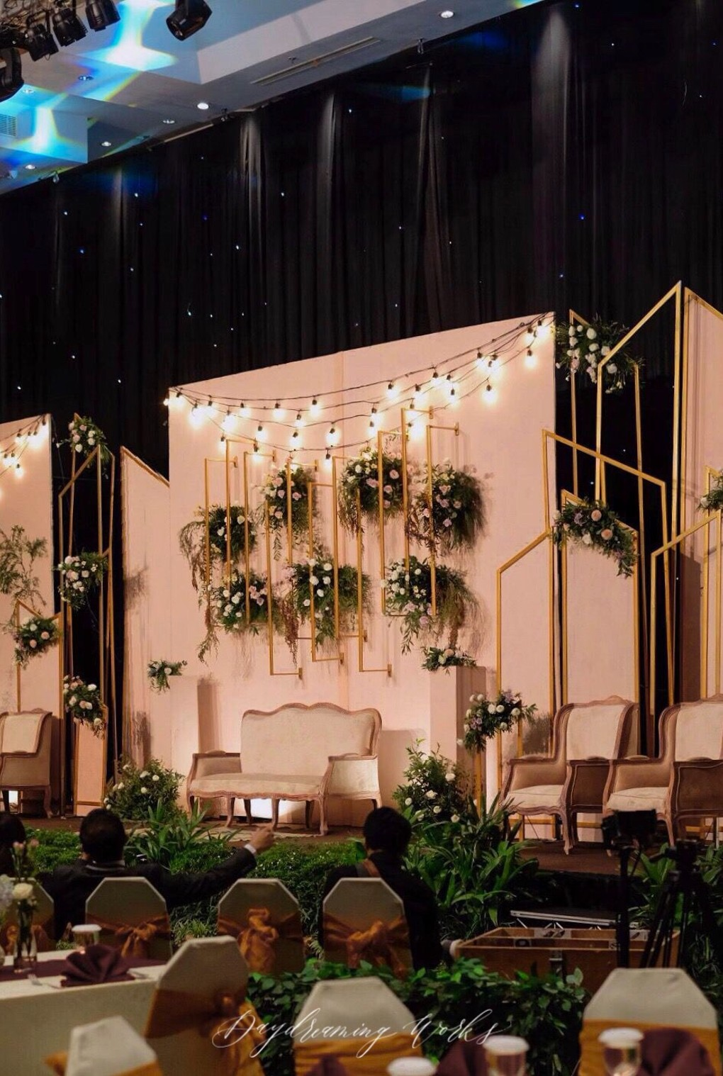17 Modern Wedding Stage Design And Decor Inspirations Youll