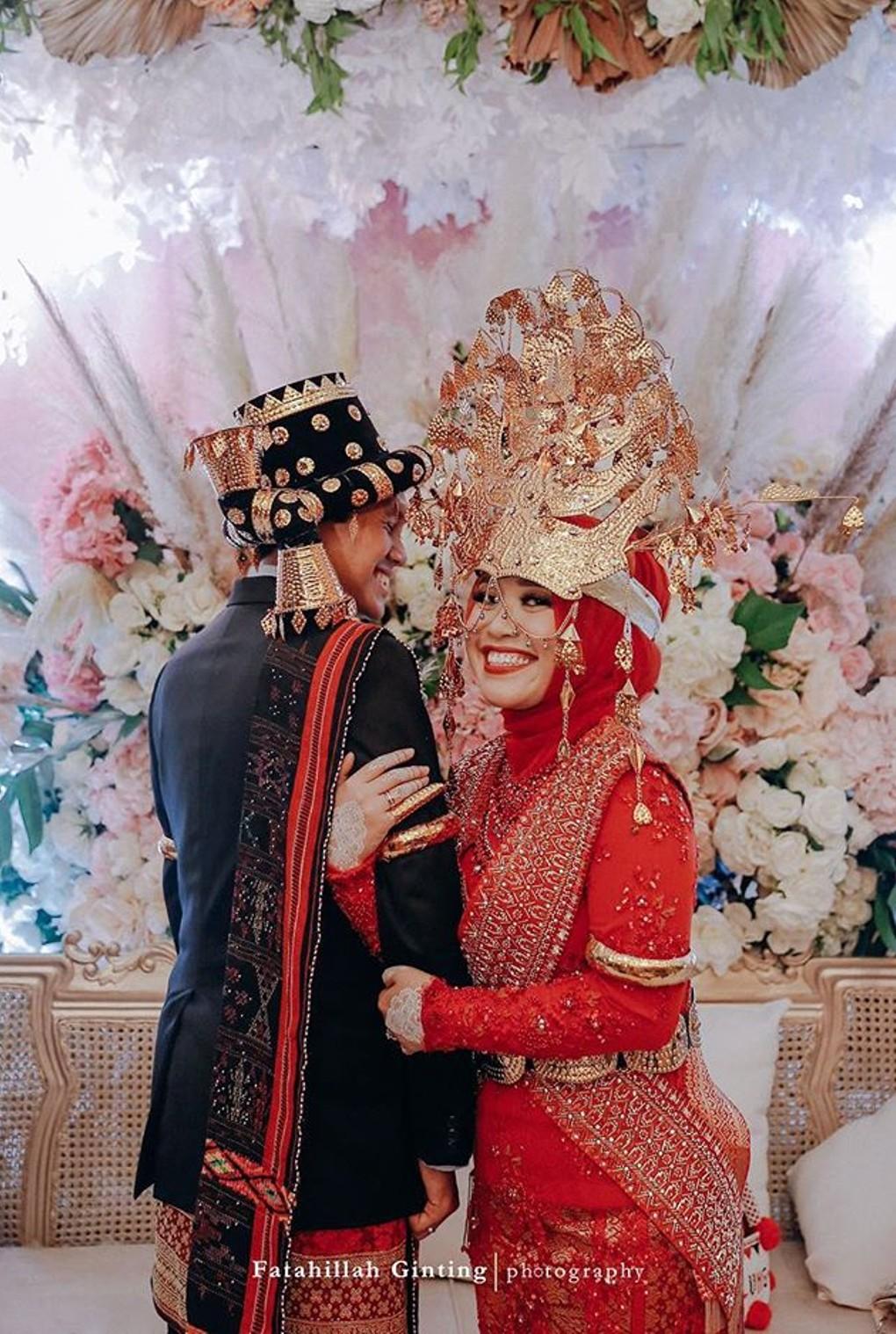 Marina Maitland - Wedding Dress: Wedding Dress Hijab Red