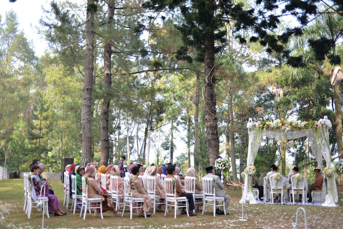 Sweet outdoor wedding with neutral colors in bogor bridestory blog add to board sweet outdoor wedding with neutral colors in bogor 008 junglespirit Images