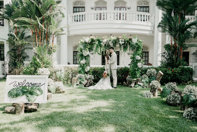 Add To Board Photography: ELNATH A Rustic Garden Wedding Inspiration With A  Tropical Twist   013