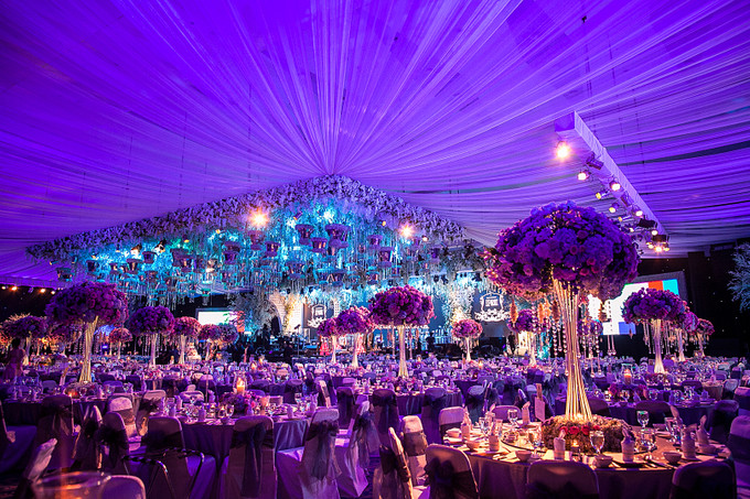 Glamorous wedding with grand orchestra in surabaya bridestory blog add to board glamorous wedding with grand orchestra in surabaya 005 junglespirit Choice Image