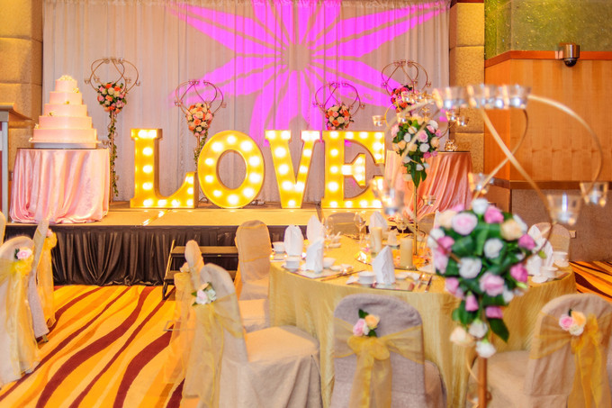 8 Things To Consider When Choosing A Wedding Venue  - 001