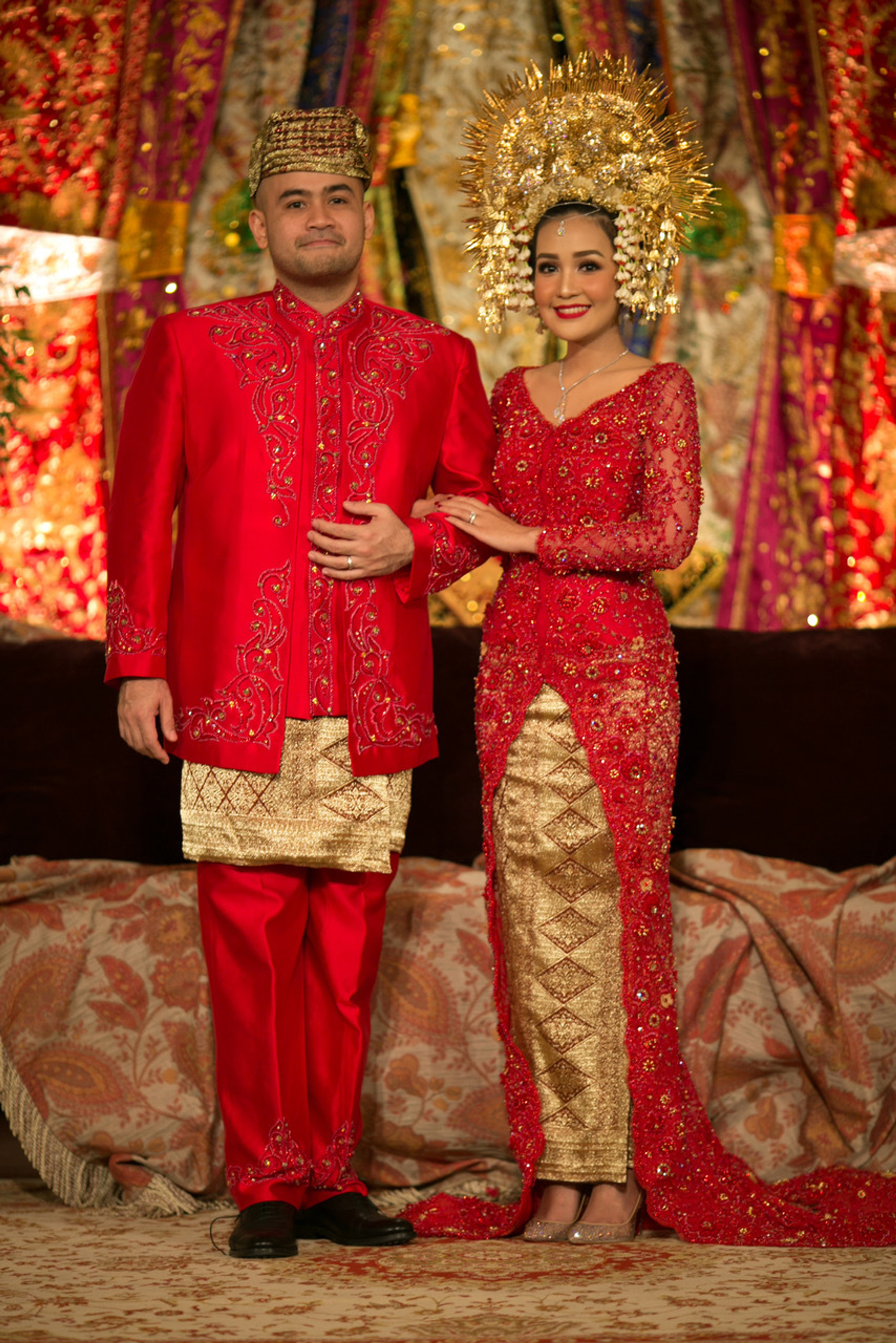 A Traditional Minang Wedding with Shades of Red and Gold