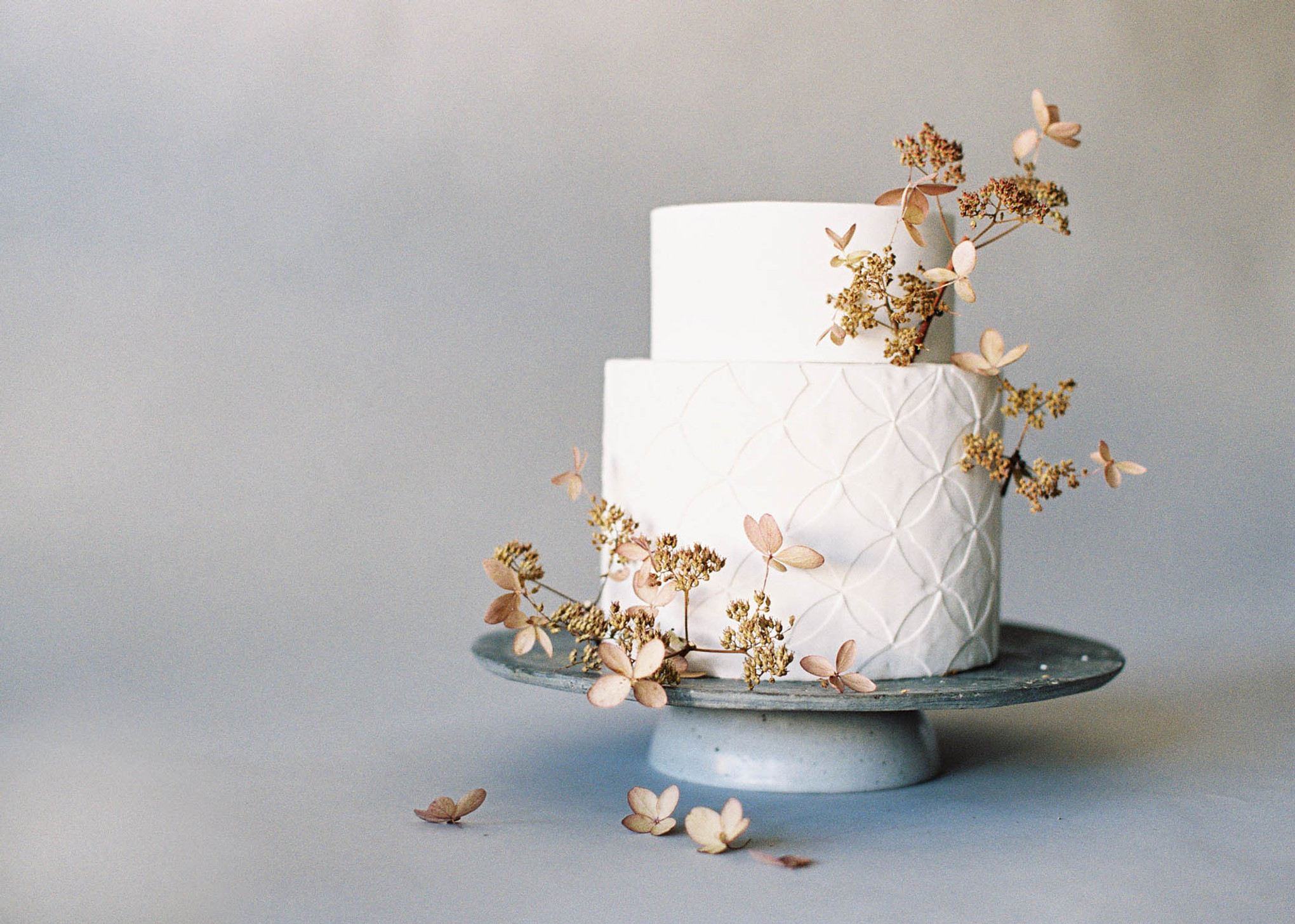 10 Cake Decoration Ideas for a Nature-Inspired Wedding