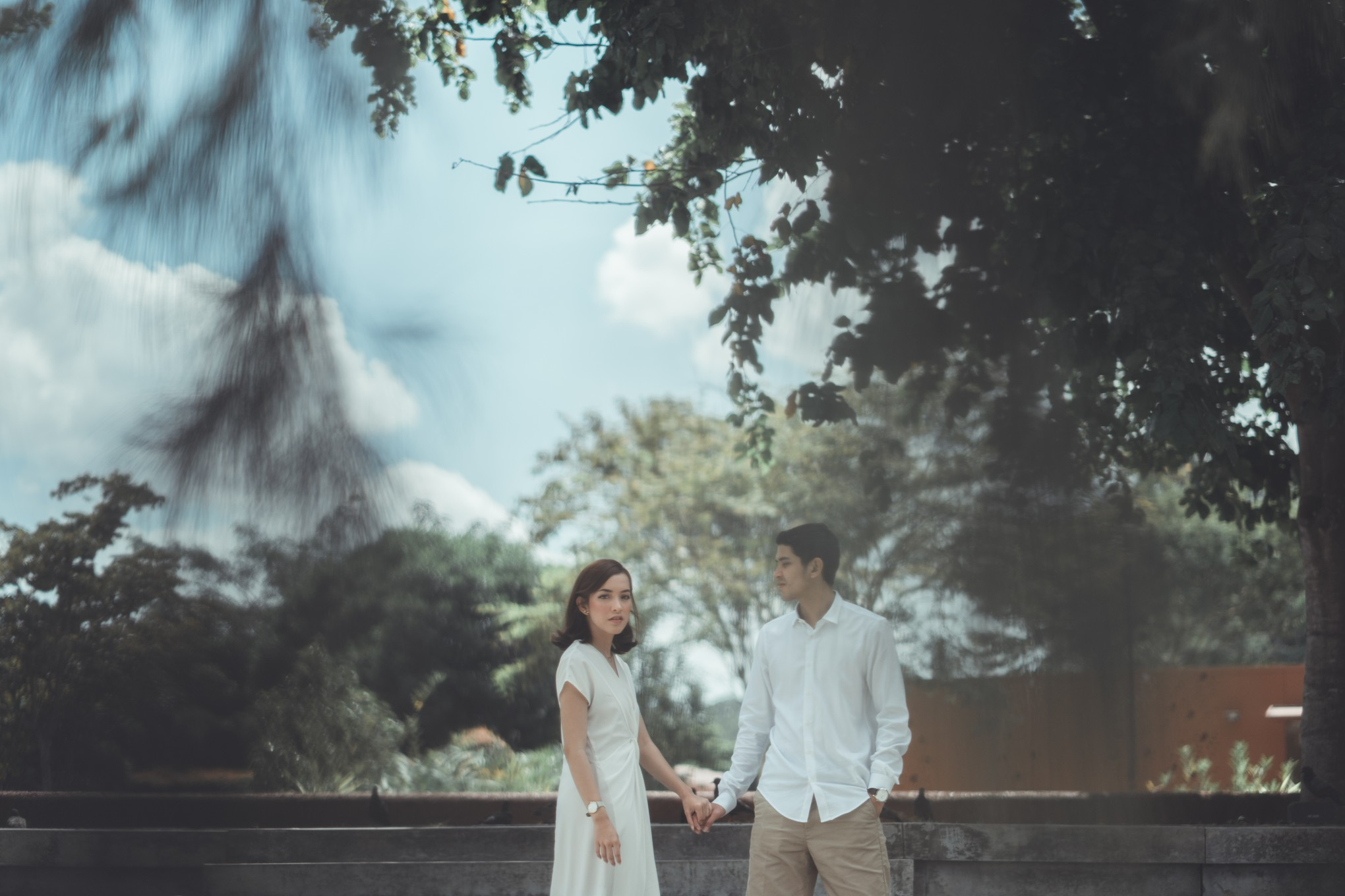 Amorous Pics a couple's amorous day out in the lion city - bridestory blog