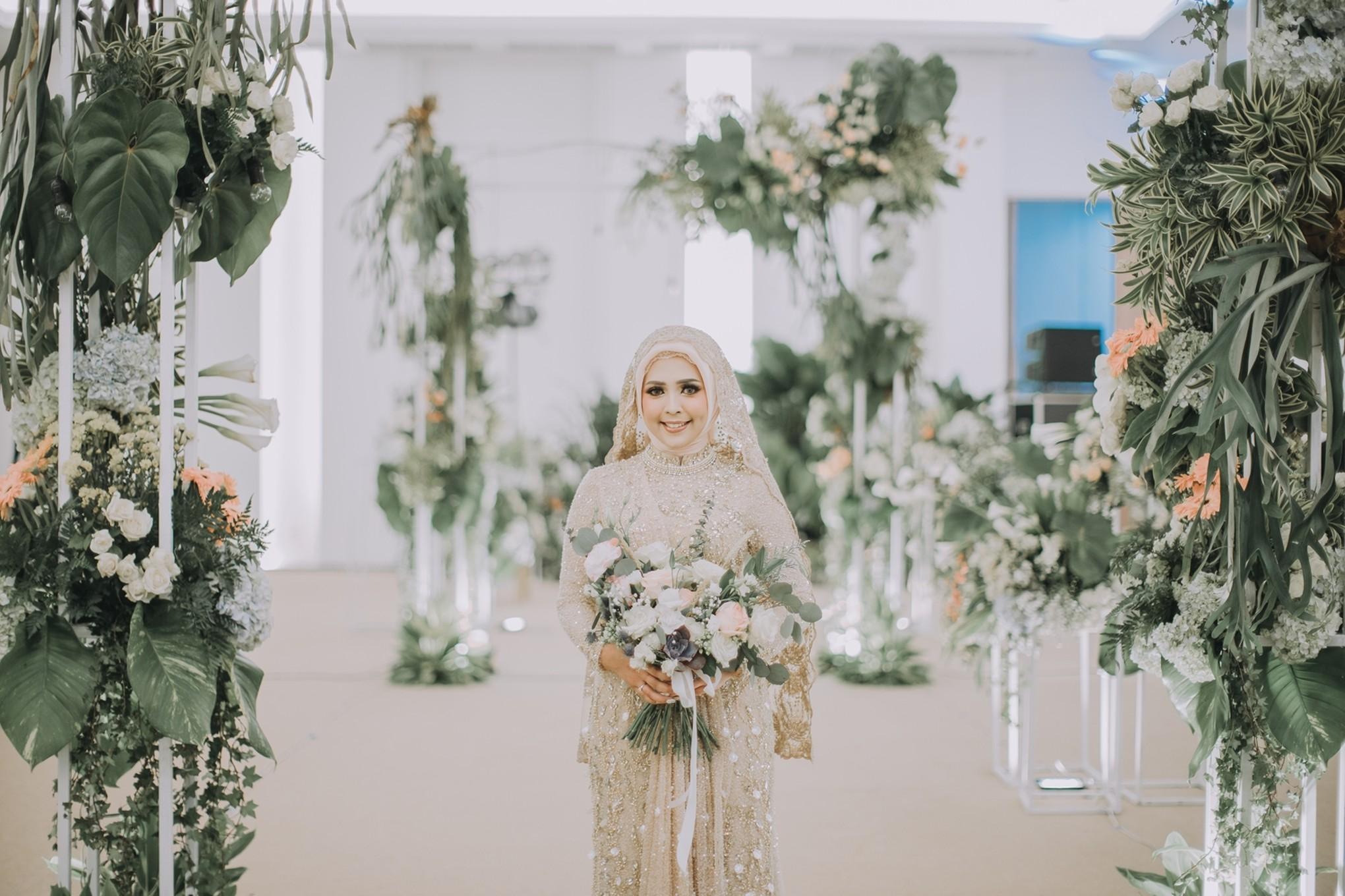 25 Stylish And Bold Halloween Wedding Bouquets Weddingomania
