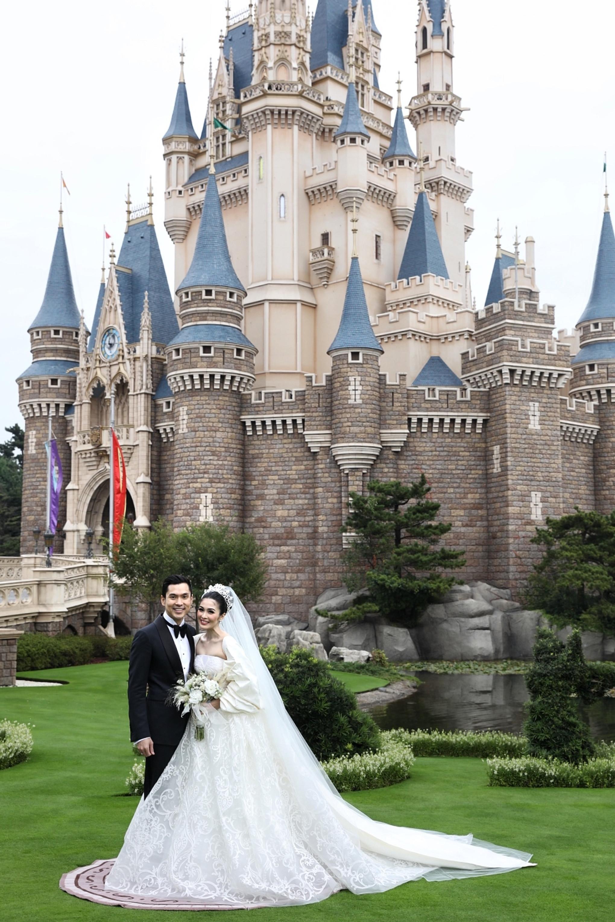 Sandra Dewi S Fairy Tale Wedding At Tokyo Disneyland Bridestory Blog