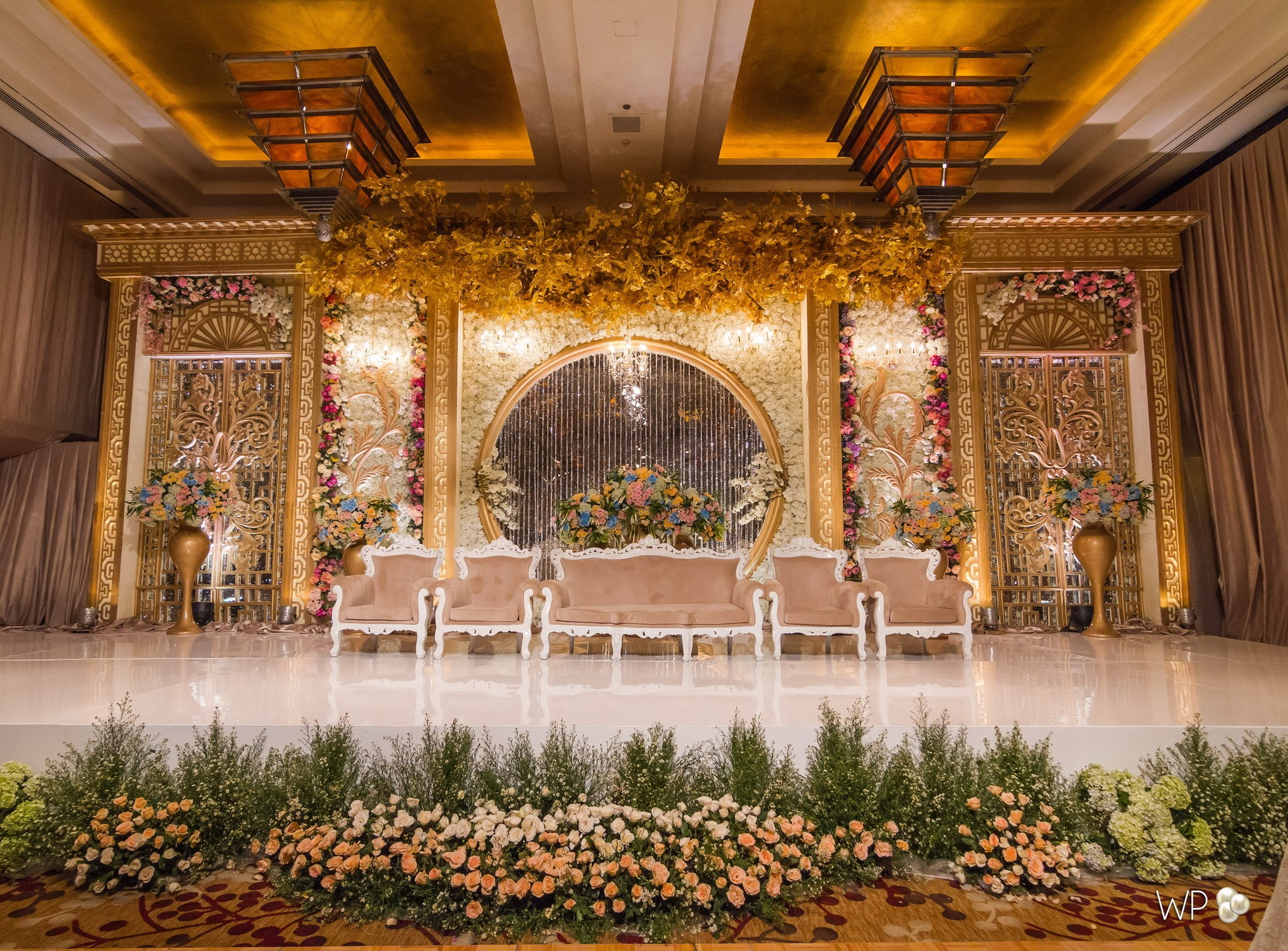 Transform Your Wedding Venue With White Pearl Decoration