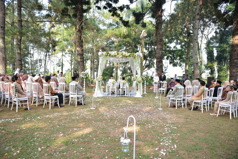 Neutral Elegant Outdoor Wedding: Sweet Outdoor Wedding With Neutral Colors In Bogor
