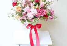 Flower Arrangement by ARTISTE FLORAL