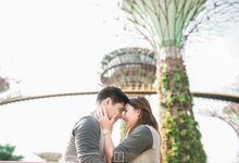 "Kristian and Kristine ""Chasing love amongst Marina Bay Sands Singapore"" by Peach Frost Studio"