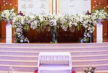 Elegant white & green churn matrimony by Blooming Elise Flowers