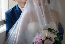 Wedding at Sacred Heart Church & Mandarin Oriental by GrizzyPix Photography