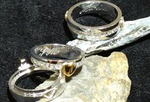 Wedding Bonds and Couple Rings by Capricho Jewelry