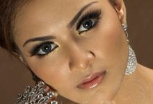 When Elegance meets Glamour perfectly. by Nathalia TAN Makeup Artist