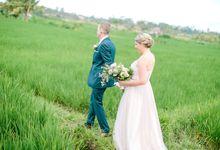 Terlahir dan besar di Australia, Bali adalah destinasi pernikahan yang telah Brad dan Carrie idamkan selama ini.  Mungkin banyak orang yang memilih un by AVAVI BALI WEDDINGS