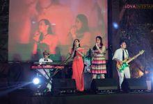 WEDDING OF ALEX & LYDIA AT KERATON JIMBARAN RESORT by LOVA BAND ENTERTAINMENT BALI