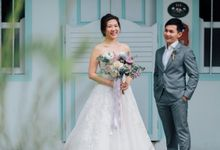 Glamorous Wedding at Gothic style Chijmes Church, Singapore by SideXSide Pictures