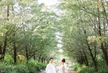 Pre-wedding in Bali with Film & Digital by Gusmank Wedding Photography