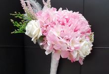 Handbouquet In Sweet Taste by nanami florist
