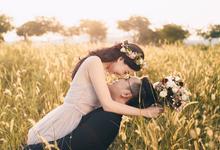 Burgundy-Sunset Prewedding Photoshoot by Liz Florals
