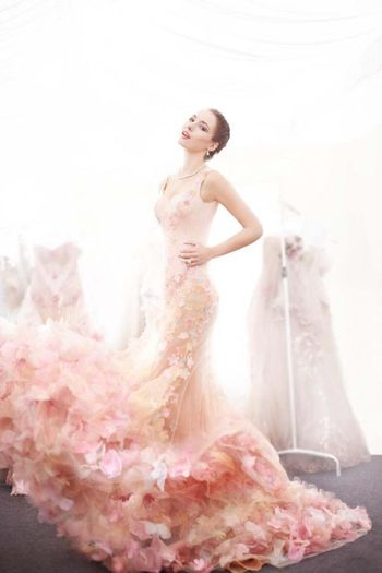 dare-to-be-bold-colored-wedding-dresses-inspiration-1
