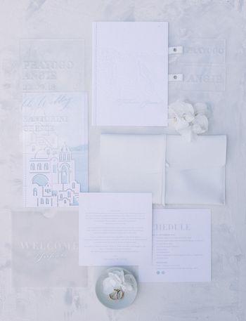 pernikahan-destinasi-di-atas-tebing-santorini-dengan-aneka-detail-romantis-1