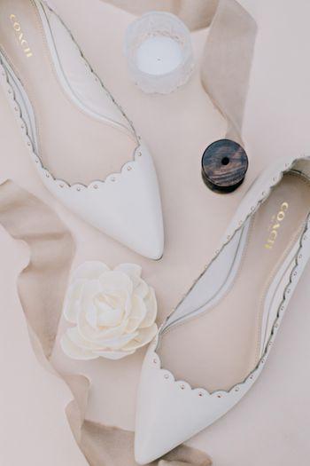 pernikahan-serba-putih-di-taman-bergaya-klasik-di-surabaya-1