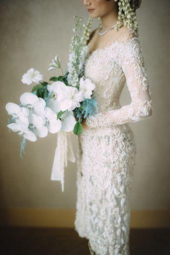 pernikahan-adat-sunda-dalam-pilihan-rona-biru-dan-abu-abu-1
