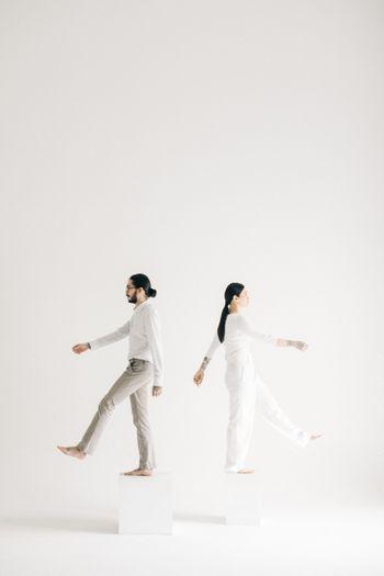 potret-pre-wedding-modern-minimalis-dalam-balutan-serba-putih-1