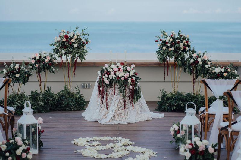sebuah-pernikahan-intimate-bergaya-tropikal-dikelilingi-pemandangan-samudera-hindia-1