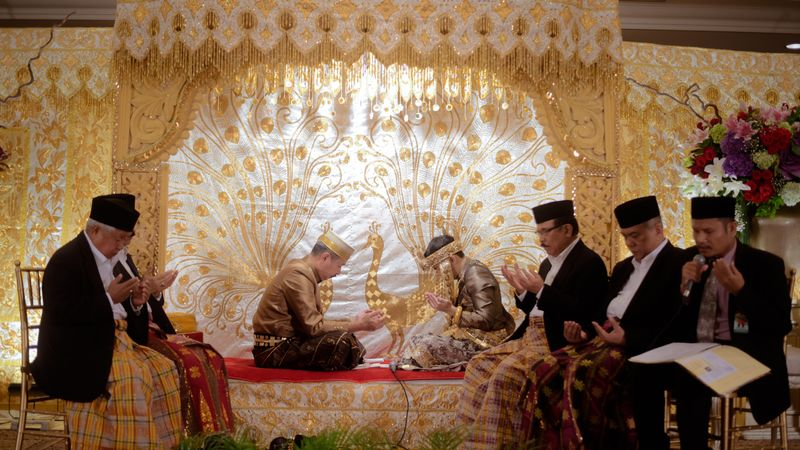 one-couples-traditional-bugis-and-makassar-wedding-in-jakarta-1