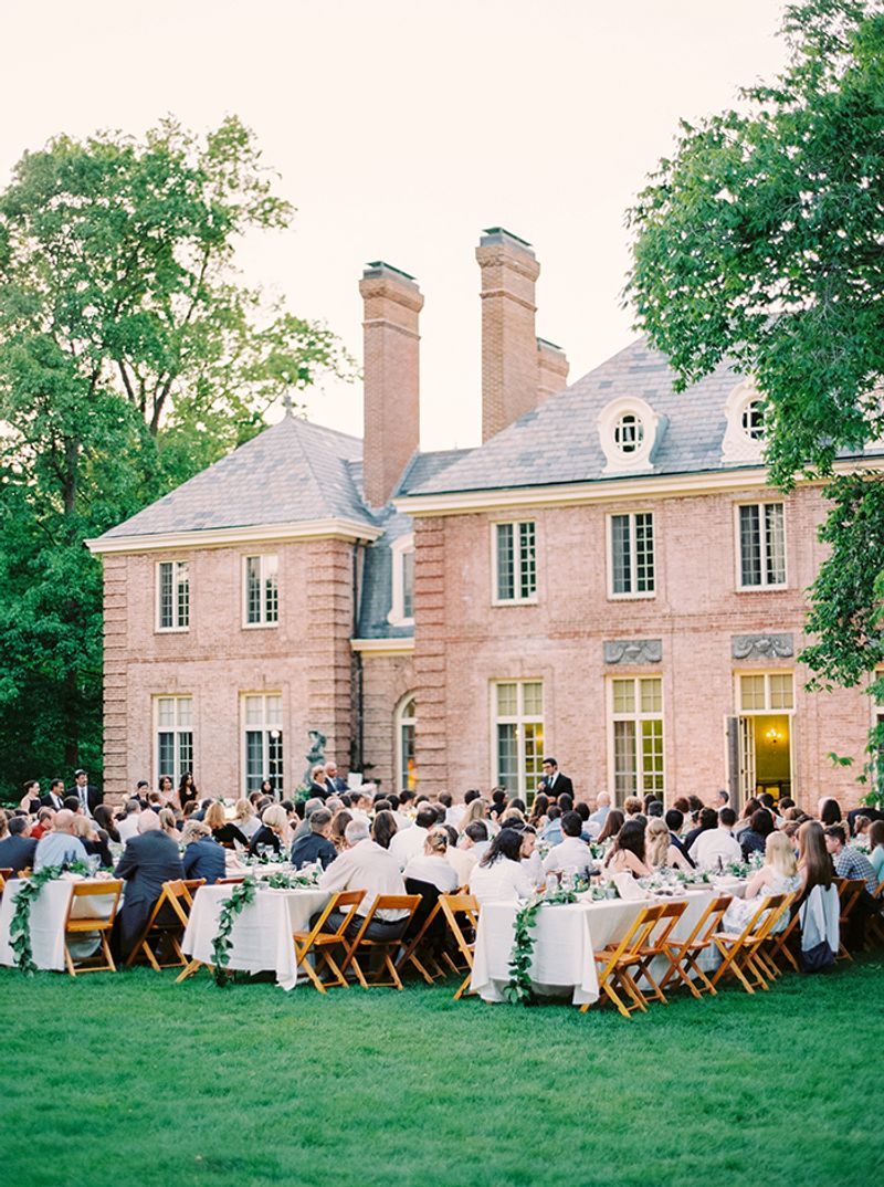 intimate-vs-grand-wedding-the-tips-on-choosing-the-right-wedding-size-1