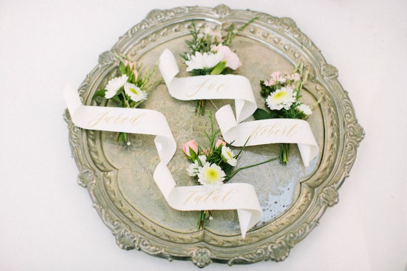 perpaduan-aksen-aksen-berwarna-pastel-dengan-dekorasi-serba-putih-dalam-pernikahan-yasmine-dan-joe-di-bali-1