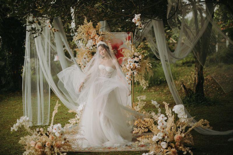 inspirasi-konsep-pernikahan-whimsical-woodland-yang-memesona-1