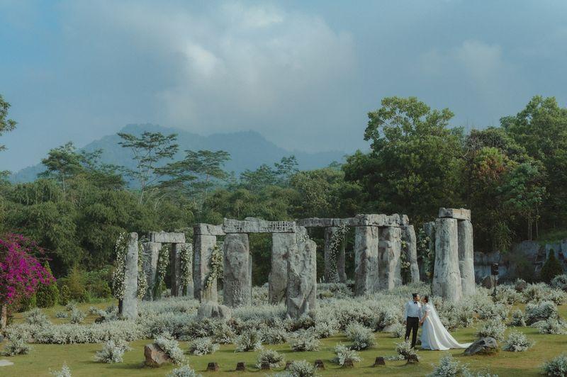 ketika-gugusan-batu-stonehenge-merapi-bercerita-tentang-kekokohan-dan-kelembutan-cinta-1