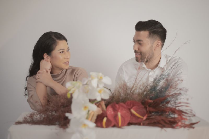 a-sweet-and-relaxed-pre-wedding-album-that-radiates-love-1