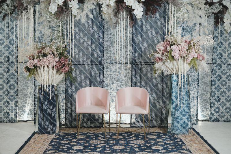 tren-pernikahan-2020-reflections-of-the-sea-dekorasi-bunga-and-kue-pernikahan-1