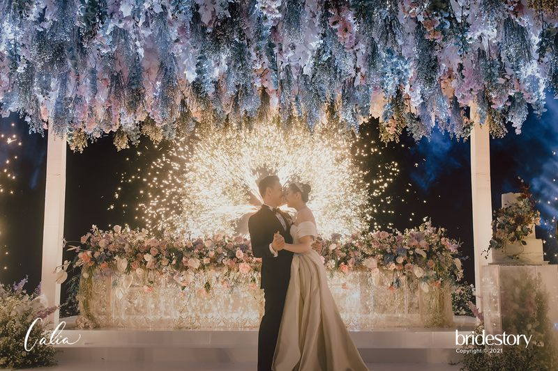 rekomendasi-wedding-organizer-dekorasi-dan-tempat-pernikahan-termasuk-katering-2021-bridestory-wedding-week-salebration-1