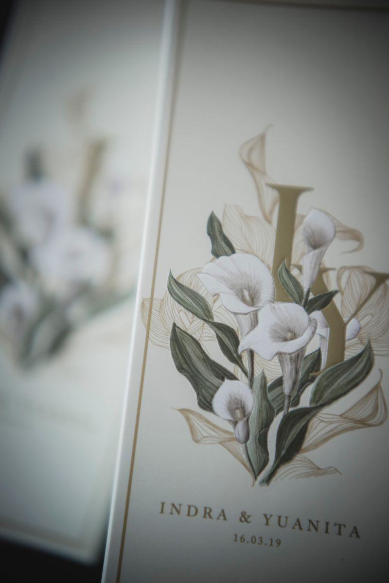 resepsi-pernikahan-yuanita-christiani-dan-indra-wiguna-tjipto-yang-penuh-kilau-dan-taburan-bunga-1