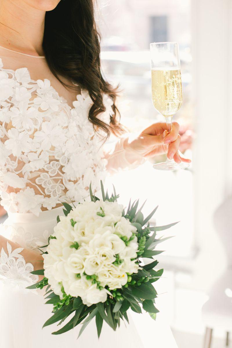ingin-menyajikan-sampanye-untuk-wedding-toast-simak-panduannya-1