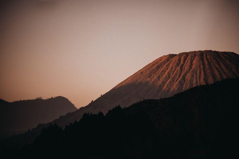 at-mount-bromo-ayla-dimitri-and-rama-devara-fall-in-love-all-over-again-1