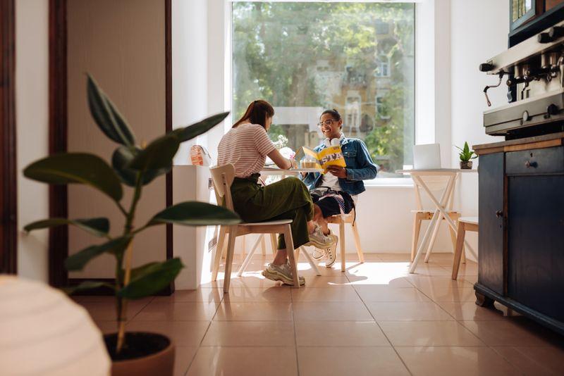 trik-menjaga-keharmonisan-rumah-tangga-saat-wfh-1