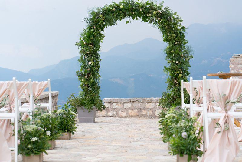 12-pilihan-venue-semi-outdoor-untuk-intimate-wedding-1
