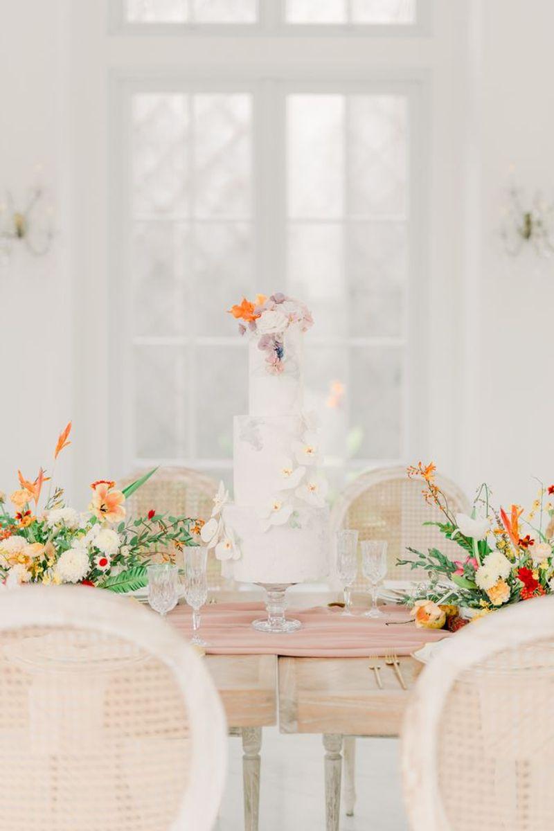 12-inspirasi-kue-pengantin-istimewa-untuk-pernikahan-intimate-1