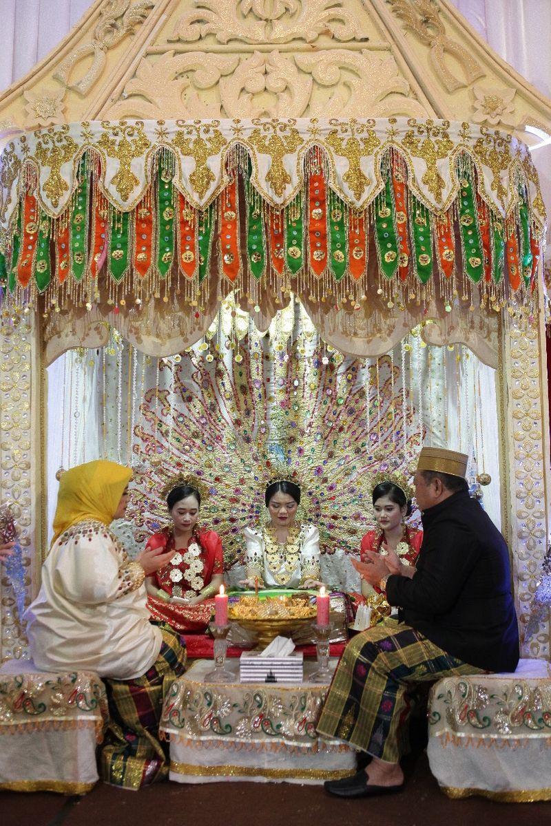 ukiran-doa-dan-harapan-untuk-calon-pengantin-di-malam-mappacci-prosesi-pernikahan-adat-bugis-1