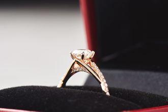 customize-and-design-the-ring-that-she-loves-BJ5K4Fy_N.jpg