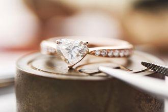 look-for-a-fancy-shaped-diamond-ryiKEFkdN.jpg