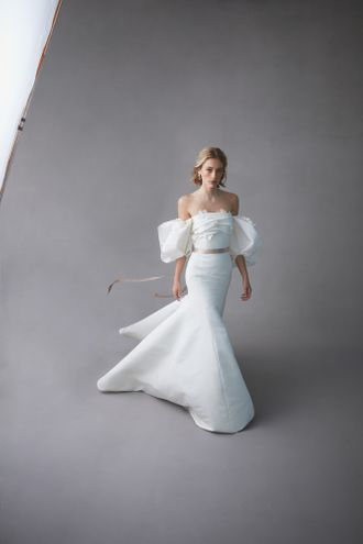 oscar-de-la-renta-bridal-spring-2020-wedding-dress-puff-sleeve-SyaVmx8qu.jpg
