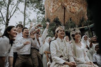 perayaan-pernikahan-intim-bertema-modern-rustic-di-lembang-31-ByDpjy_Zd.jpg
